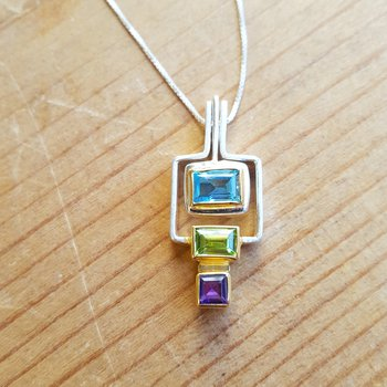 Tropical Geometric Necklace