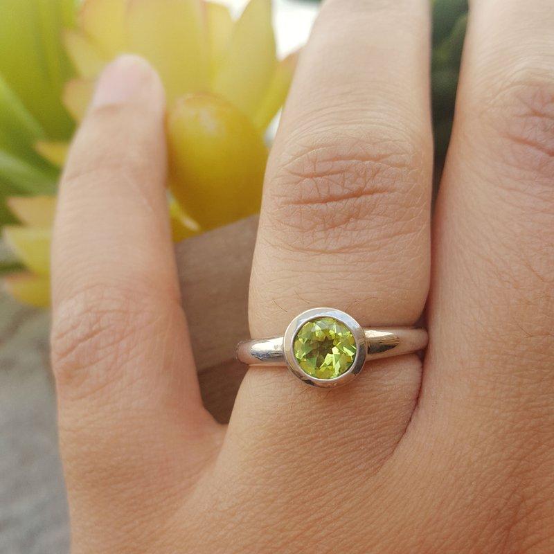 Arizona Peridot Silver Jewelry Peridot Round Bezel Ring