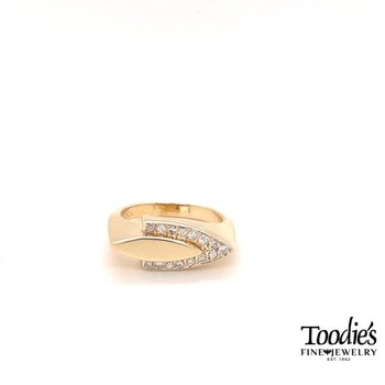 Diamond Arrow Style Ring