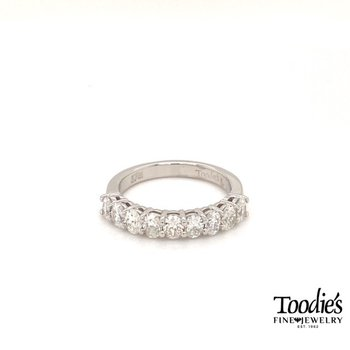 Diamond Oval Shared Prong Ring