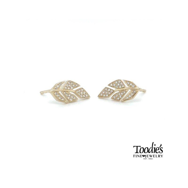 Shy Creation Leaf Design Studded Earrings