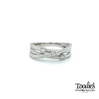 Diamond Criss Cross Ring