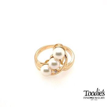Three Stone Pearl Ring