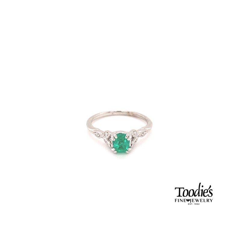 Gabriel Fashion Emerald Floral Miligrain Ring