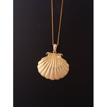 Yellow Gold Shell Pendant Necklace