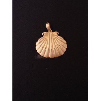 Yellow Gold Shell Pendant
