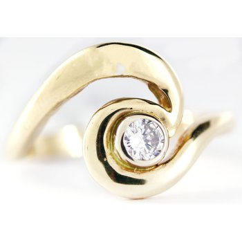 14kt Yellow Gold Wave Ring with Diamond