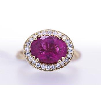 Pink Tourmaline, diamond and yellow gold Ring