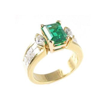 Genuine Emerald and Diamond Ring in 18k Yellow Gold - 23288