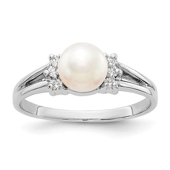 14k White Gold 6mm Freshwater Pearl and Diamond Ring