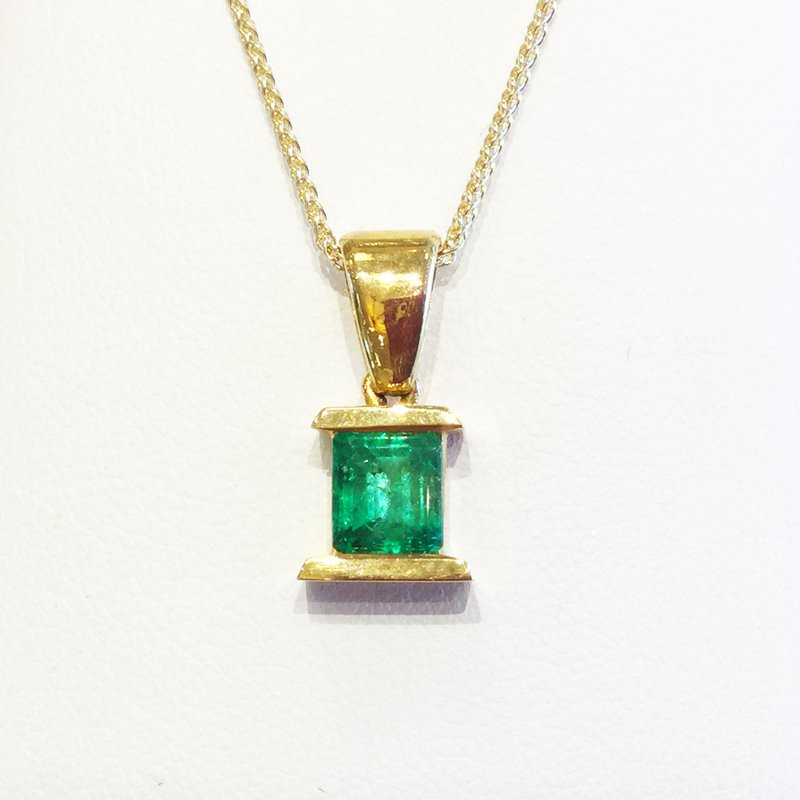 Signature Collection 18k Yellow Gold Colombian Emerald Pendant - #28184