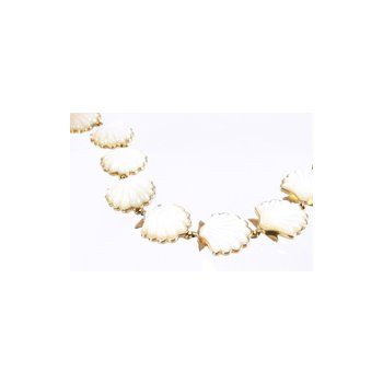 White Mother of Pearl Shell Bracelet in 14k Yellow Gold