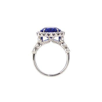 White Gold Oval Tanzanite and Diamond Ring