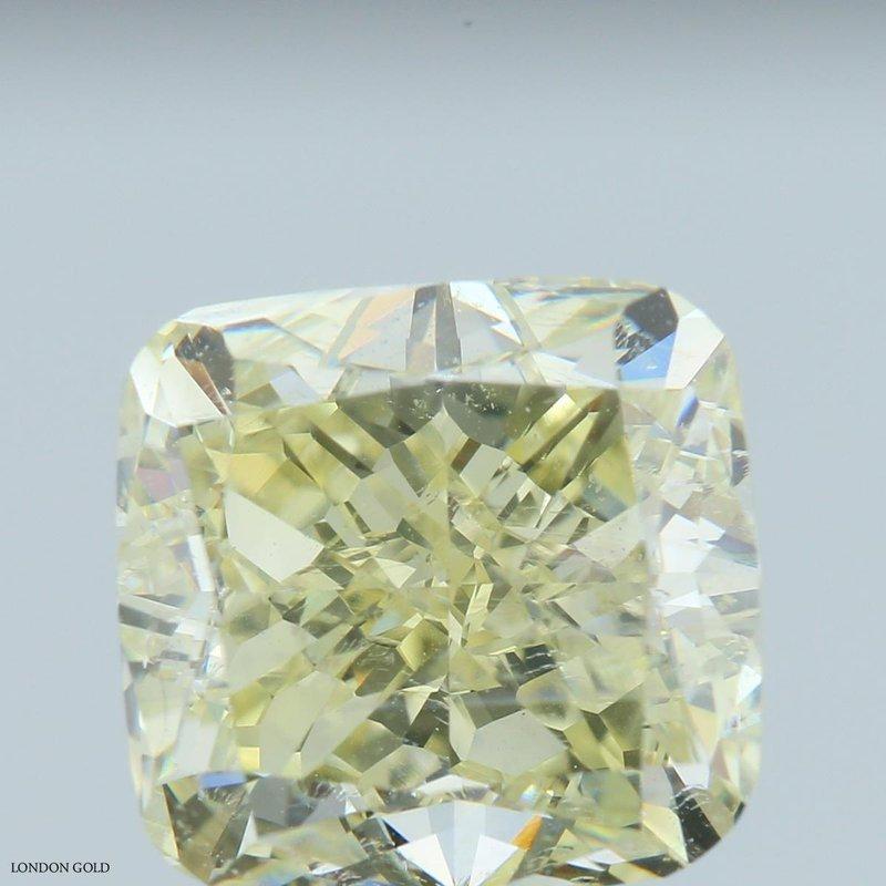 Colored Diamonds Cushion 4.42 Fancy-VS1 Clarity Enhanced