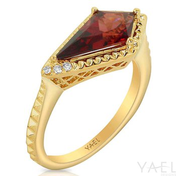Kite Garnet Ring 14KY