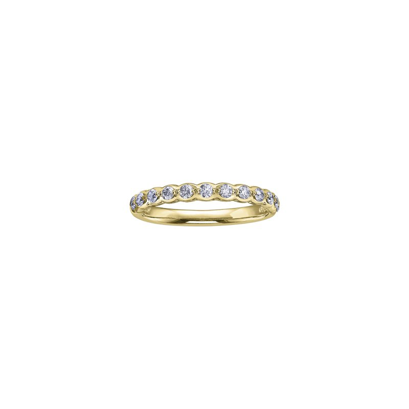 Maple Leaf Diamonds Winter Ice Princess Engagement Ring in Yellow Gold