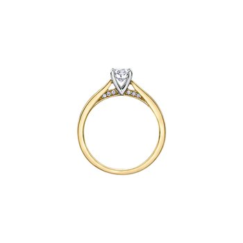 Solitaire Oval Engagement Ring in Yellow Gold