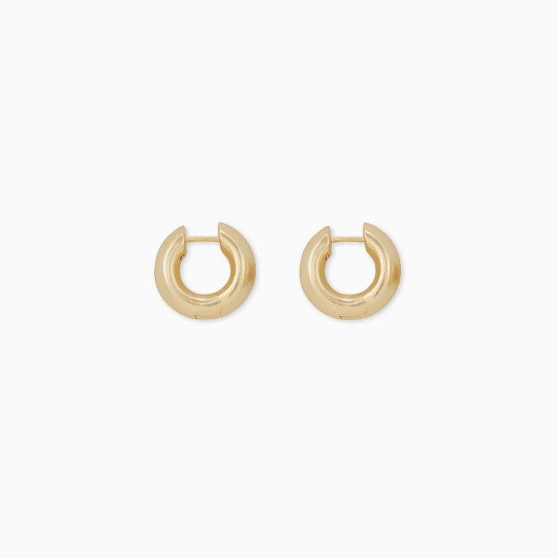 Kendra Scott Mikki Huggie Earrings In Yellow