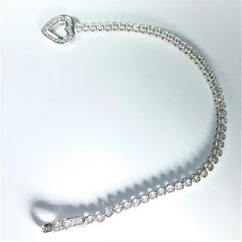 Diamond Heart Bracelet in white gold