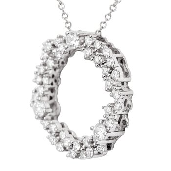 18 Karat White Gold Diamond Circle Pendant