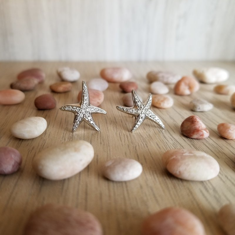 Beachy Baubles by The Studio Seychelles Diamond Starfish Studs: Medium