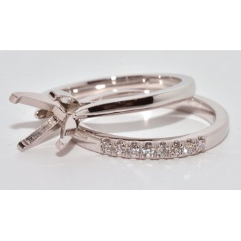 Simply elegant diamond wed band