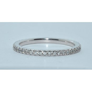 14kt shared prong wedding band