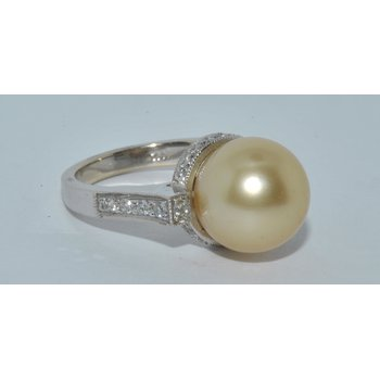 Natural Golden South Sea Pearl