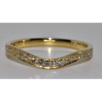 Elegant Curved Diamond Wedding band