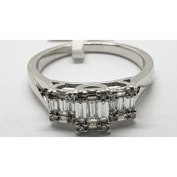 Ring - 3 stone