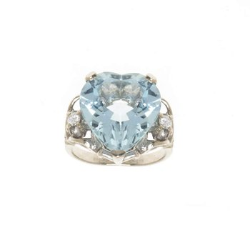 14K White Gold Heart Shaped Aquamarine and Diamond Ring
