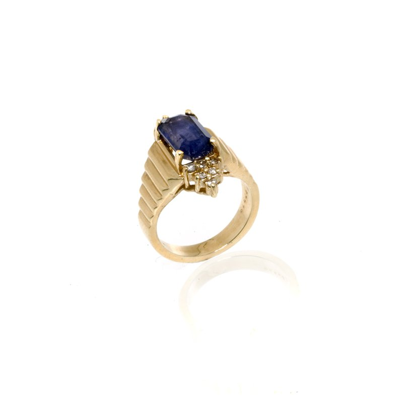 14K Yellow Gold Iolite and Diamond Ring